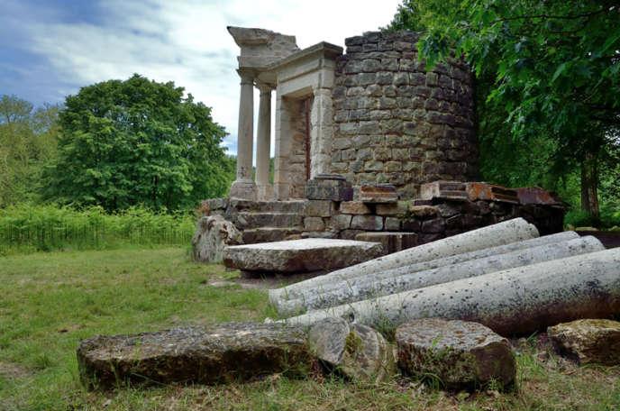 Le temple de la philosophie, au cœur du parcJean-Jacques Rousseau.