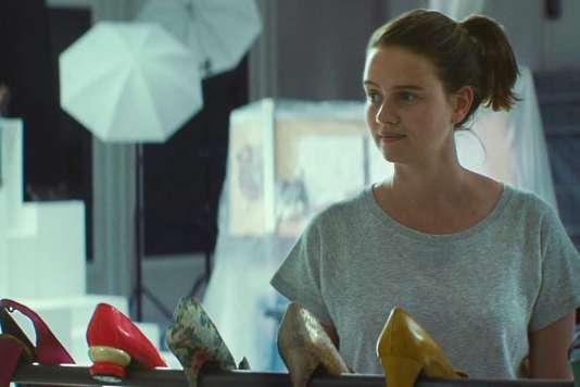 Pauline Etienne dans le film français de Paul Kalori et Kostia Testut, « Sur quel pied danser».