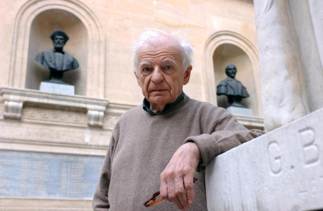 Yves Bonnefoy, le 9 octobre 2001 au Collège de France, à Paris.
