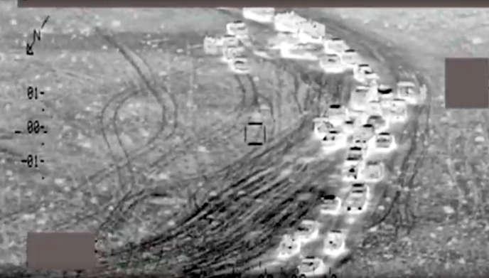 Capture d'une vidéo diffusée par le ministère de la défense irakien, montrant un convoi de l'EI ciblé par une attaque entre le 27 et le 30 juin.