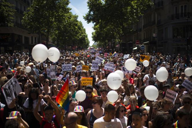 Le défilé annuel del a Gay Pride à Paris en 2015.