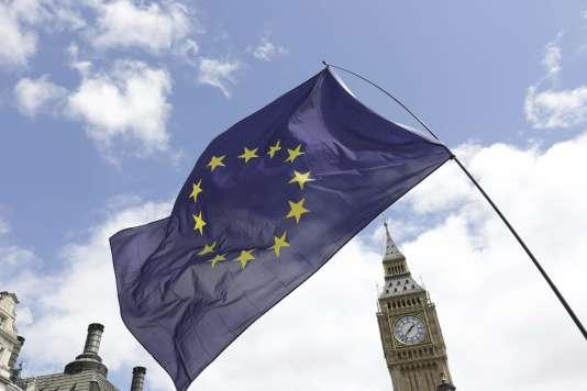 Le ministre des finances, Michel Sapin, avait estimé après le vote en faveur du Brexit qu'il n'y avait « pas d'inquiétude particulière » à avoir pour la croissance économique française.