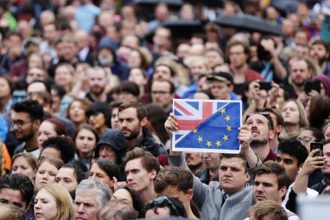 Manifestations pour protester contre le résultat du référendum sur Trafalgar Square le 28 juin 2016.