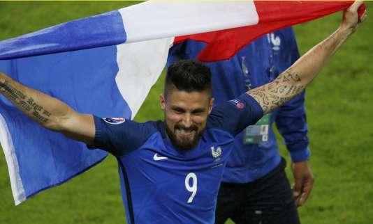 Olivier Giroud s'est offert un doublé (12e, 59e) face à l'Islande, dimanche à Saint-Denis.