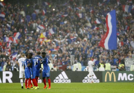 Lors de la victoire de l'équipe de France face à l'Islande en quarts de finale de l'Euro 2016, le 3 juillet au Stade de France.