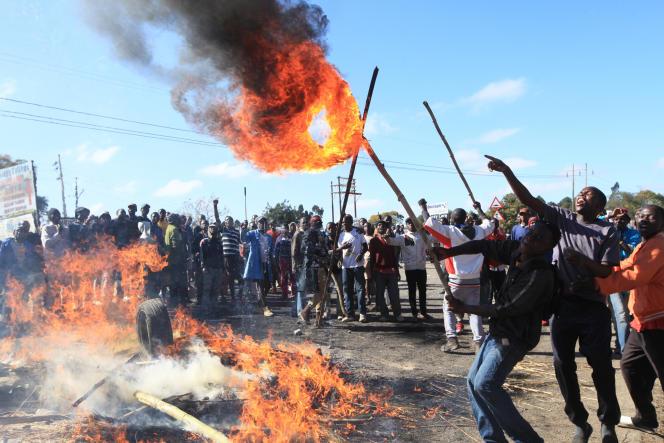 Manifestation, le 4 juillet 2016, à Harare de chauffeurs de bus pour dénoncer la corruption policière.