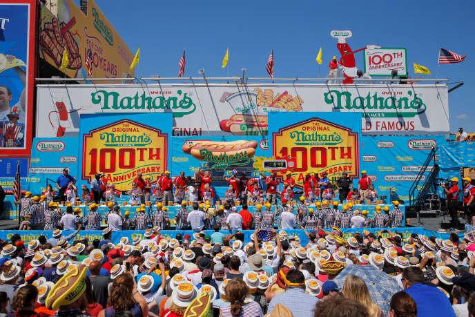 La compétition féminine du concours de hot-dogs Nathan's, le 4 juillet 2016.