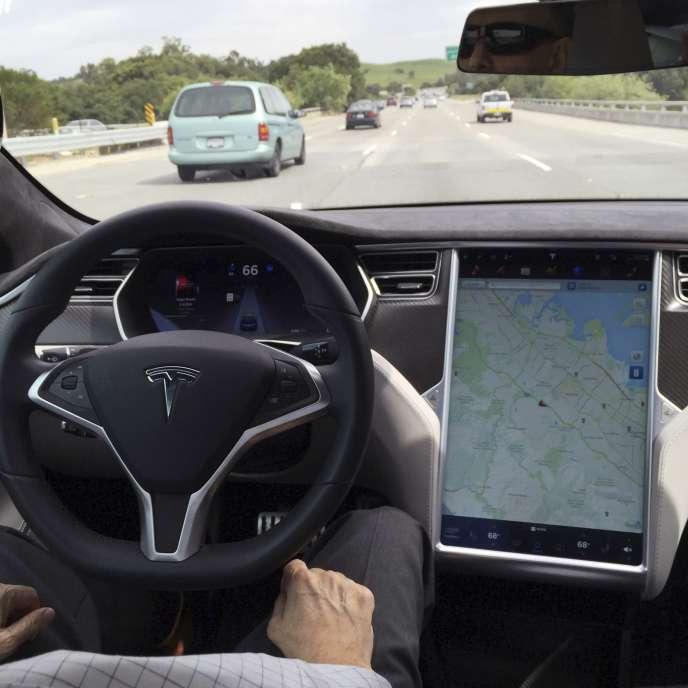Dans une Tesla Model S en mode automatique.