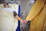«La durée de séjour après un accouchement a été réduite à 4,2 jours. Une jeune femme qui rentre chez elle après un court séjour aura plus de risques de complications de sa grossesse s'il s'agit d'une famille monoparentale dans un logement insalubre, qu'une femme bien entourée retournant dans un logement confortable» (Photo: CHU d'Angers, 2013).