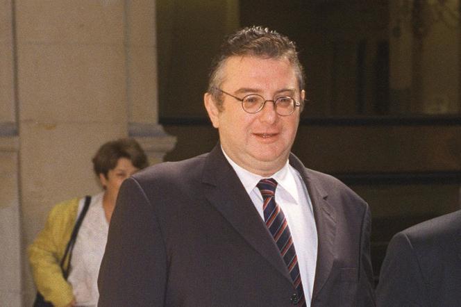 Le patron de FashionTV, Adam Lisowski, en septembre 2000 lors de sa comparution devant le tribunal correctionnel de Paris pour agressions sexuelles contre une mannequin.