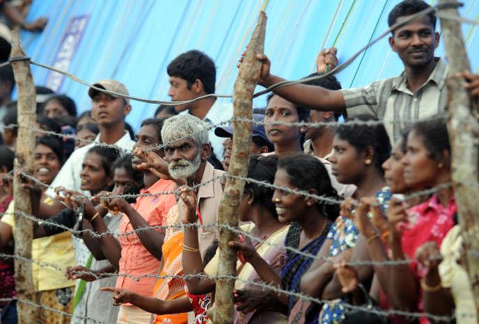 Un camp de réfugiés tamouls au nord du Sri Lanka, fin 2009, après la défaite des Tigres.