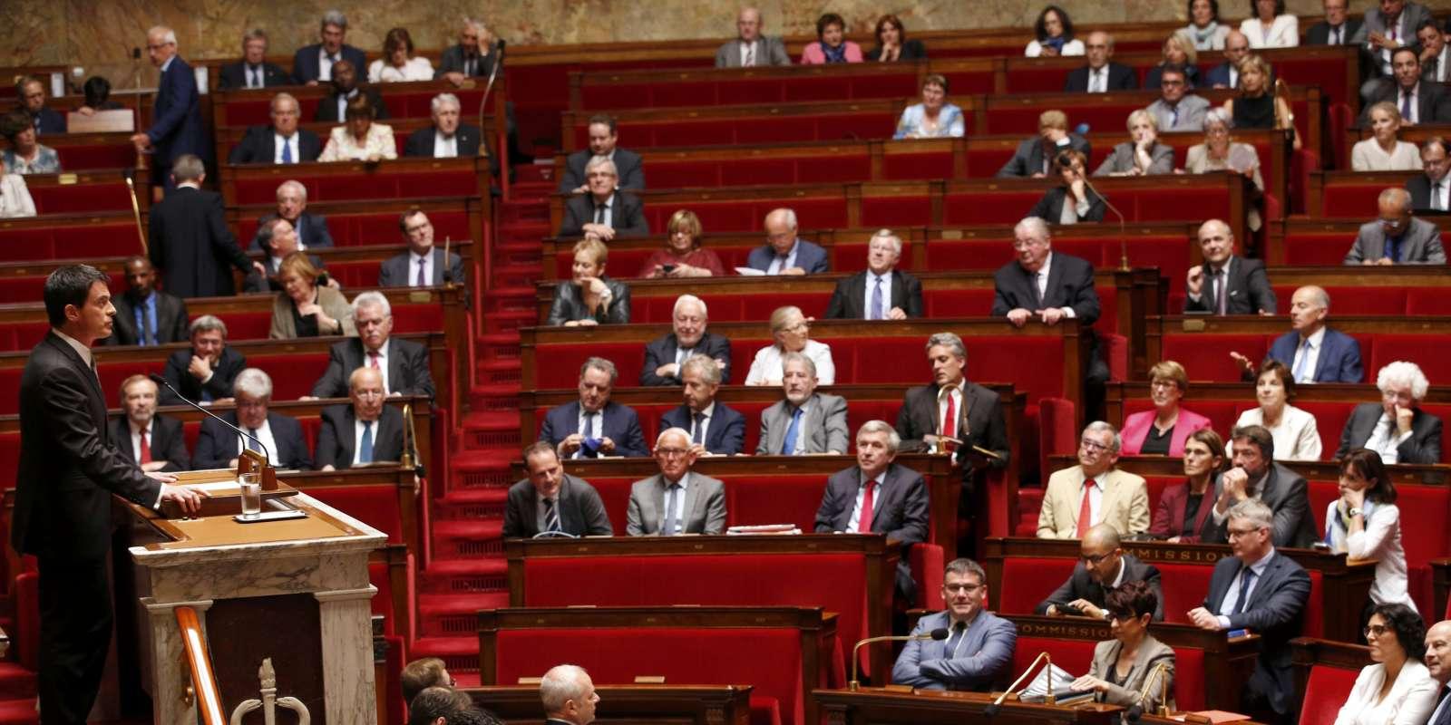 Le premier ministre Manuel Valls annonce que le gouvernement va à nouveau utiliser l'article 49 alinéat 3 de la Constitution pour faire voter le projet de loi travail, mardi 5 juillet à l'Assemblée nationale.