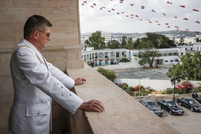 Le général Benoît Puga, au balcon de la mairie de Tunis, lors d'une visite d'Etat du président français, vendredi 5 juillet 2013.