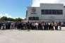 Les ex-salariés d'Ecopla France et les élus locaux devant le site de leur usine à Saint-Vincent-de-Mercuze le 17 juin 2016.