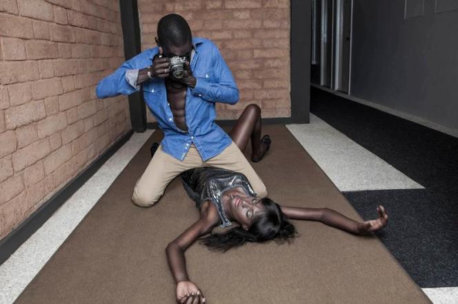 Antoine Tempé,« Blow up» (Dakar, 2013), projet (re-)Mixing Hollywood,exposée à« Africa Pop» aux Rencontres de la photographie d'Arles, du 4 juillet au 25 septembre 2016.Avec l'aimable autorisation de l'artiste.