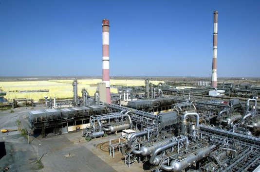 La raffinerie pétrole et gaz de Tengiz (Kazakhstan) en 2004. Chevron a annoncé mardi 6 juillet que 36,8 milliards de dollars seront investis pour accroître sa productivité.