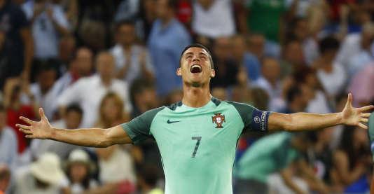 Cristiano Ronaldo à la fin de la demi-finale contre le Pays de Galles, mercredi 6 juillet, à Lyon.
