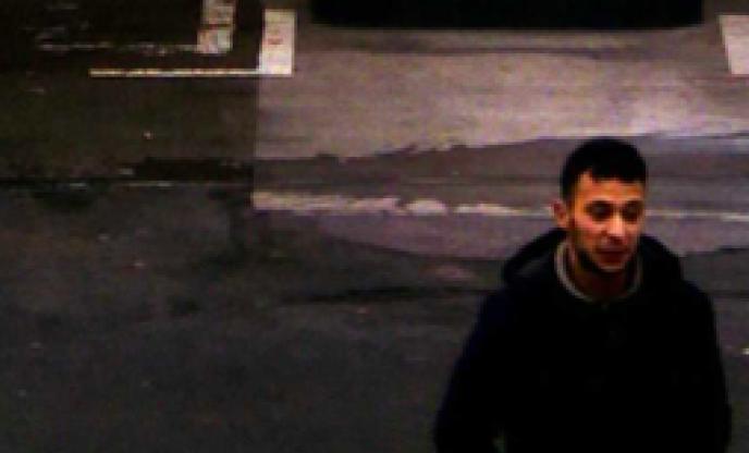 Salah Abdeslam, filmé par une caméra de vidéosurveillance sur une aire d'autoroute du nord de la France le 14 novembre, au lendemain des attentats.