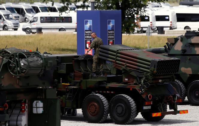 A Varsovie, le 6 juillet, préparatifs en vue de la réunion de l'OTAN qui se déroulera les 8 et 9 juillet.