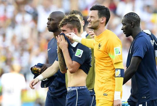 L'équipe de France après la défaite contre l'Allemagne en quarts de finale du Mondial, le 4 juillet 2014, à Rio de Janeiro.