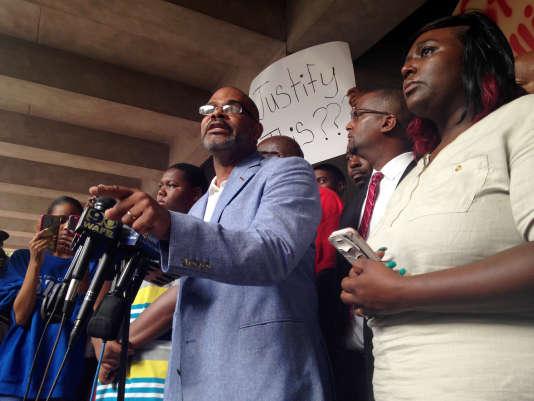 Manifestation devant la mairie de Baton Rouge le 6 juillet.