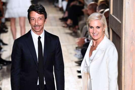 Les directeurs artistiques de Valentino, Pierpaolo Piccioli et Maria Grazia Chiuri, mercredi6juillet, après avoir présentéla collection d'automne-hiver 2016-2017.
