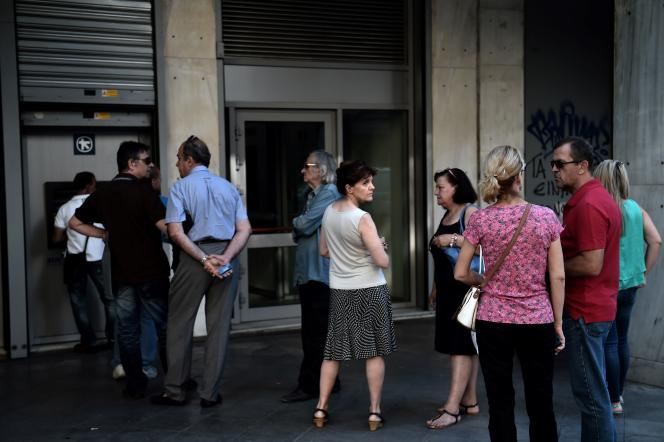 Devant une banque à Athènes le 6 juillet.