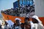 Des migrants débarquent de l'« Aquarius» à Messine, en Sicile, le 26 juin 2016.