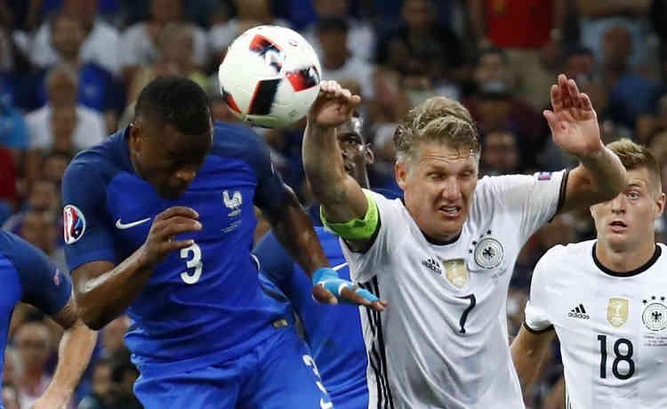 Bastian Schweinsteiger est fautif sur l'ouverture du score. Il a été sanctionné pour une main dans la surface par l'arbitre italien Nicola Rizzoli.