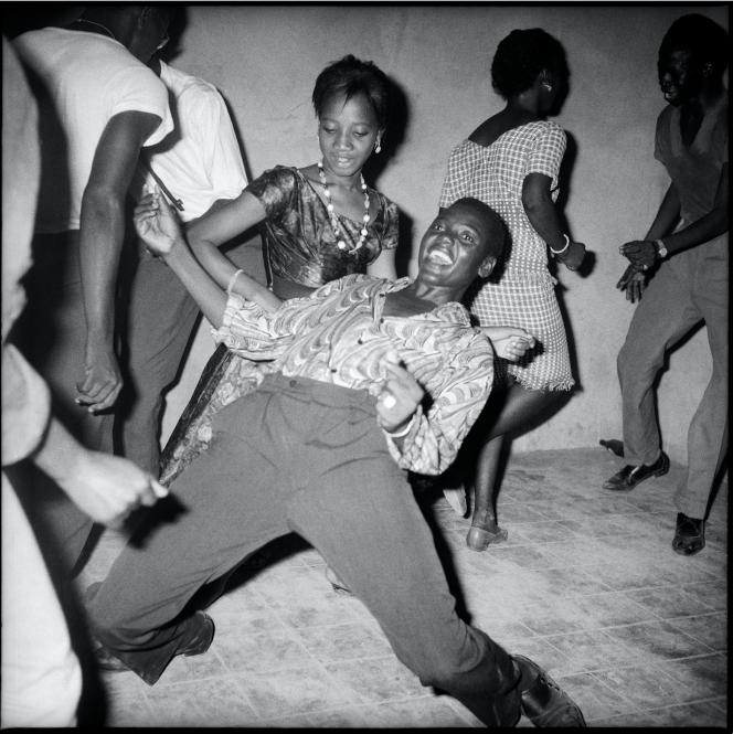 Malick Sidibé, Regardez-moi!, 1962. Avec l'aimable autorisation de l'artiste et de la galerie MAGNIN-A, Paris.