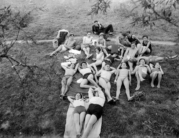 « La Bande après la baignade ».