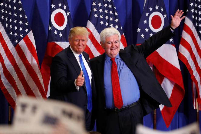 Newt Gingrich aux côtés de Donald Trump, le 6 juillet, à Cincinnati (Ohio).