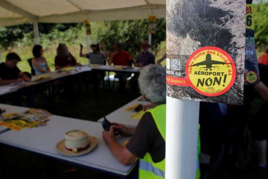 Réunion de préparation, le 7 juillet, pour le week-end de mobilisation des opposants au projet d'aéroport des 9 et 10 juillet à Notre-Dame-des-Landes. REUTERS/Stephane Mahe