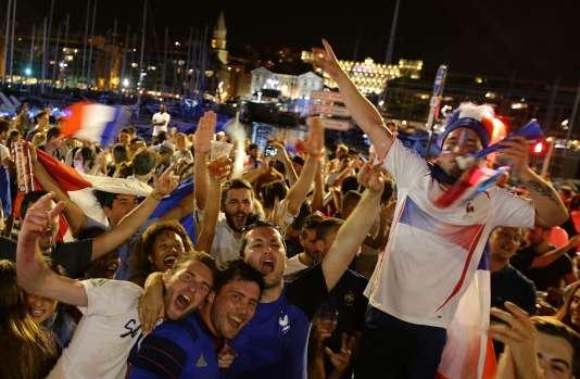 Les supporteurs français sur le Vieux-Port, le 7 juillet.