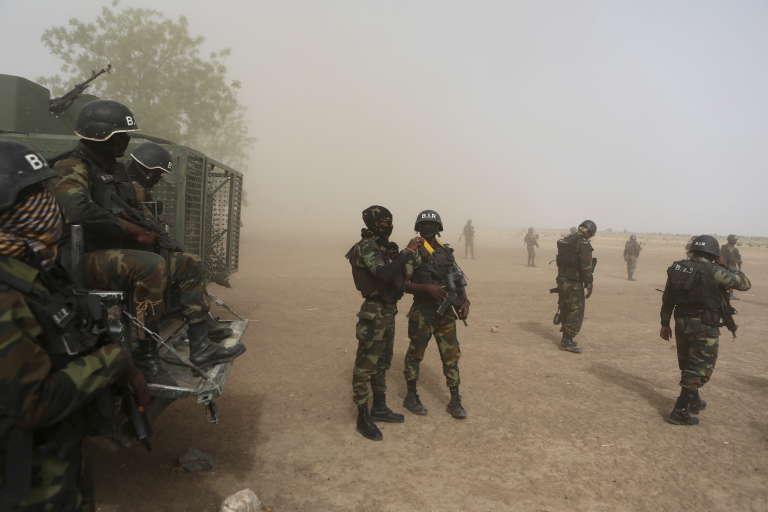 Des soldats camerounais du Bataillon d'intervention rapide, à Kolofata, en mars 2016.