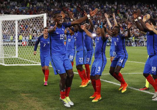Les Bleus fêtent leur succès contre l'Allemagne, le 7 juillet à Marseille.