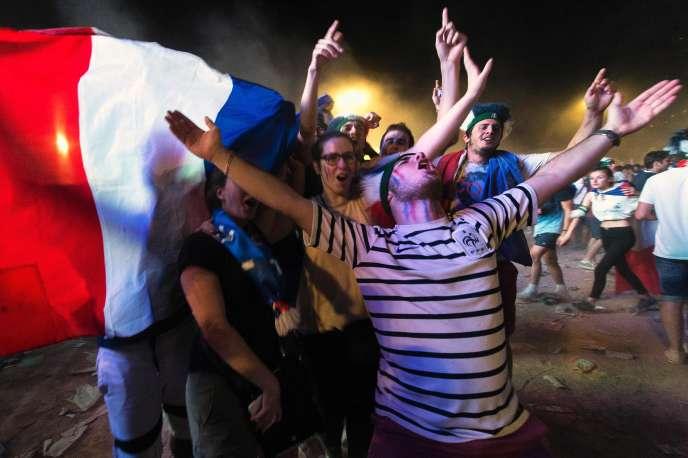 Dans la fan zone de Lyon jeudi 7 juillet au soir de la victoire de la France en demi finale de l'Euro 2016.
