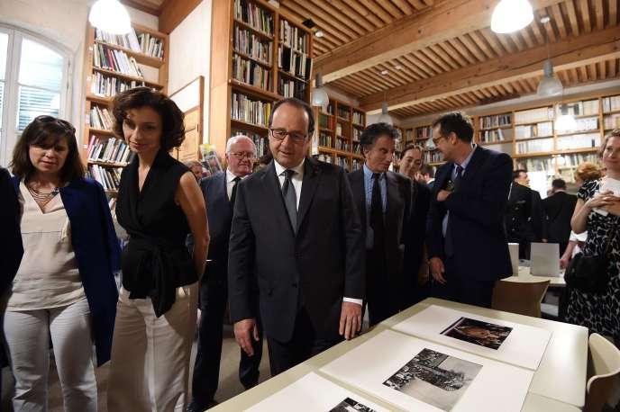 Le president François Hollande et la ministre de la culture Audrey Azoulay, le 7 juillet 2016 durant le festival des