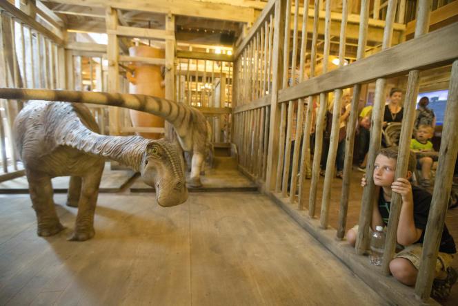 Une reproduction de dinosaure à l'intérieur de la réplique de l'arche de Noé duparc à thème« Ark Encounter», à Williamstown le 5 juillet 2016.