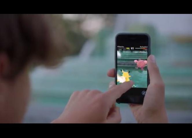 Un joueur affronte un Tartard avec son Pikachu sur «Pokemon Go».