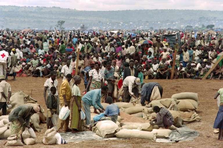 Des réfugiés rwandais fuyant les massacres dans un camp à Benako, en Tanzanie, le 20 mai 1994.