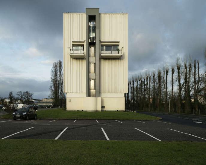 Mérignac, parking de l'entreprise France Telecom, sur lequel Remy Louvradoux s'est immolé par le feu le 26 avril 2011. Photo issue de la série «Le Grand Incendie» de Samuel Bollendorff.