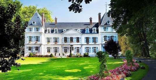 Ce château du XIXe siècle est niché dans un parc de 22 hectares, à Divonne-les-Bains.