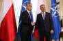 Le secrétaire général de l'OTAN, le Norvégien Jens Stoltenberg (à gauche), et le président polonais, Andrzej Duda, échangent une poignée de main au palais du Belvédère de Varsovie, à la veille de l'ouverture du sommet de l'Alliance, le 7 juillet.