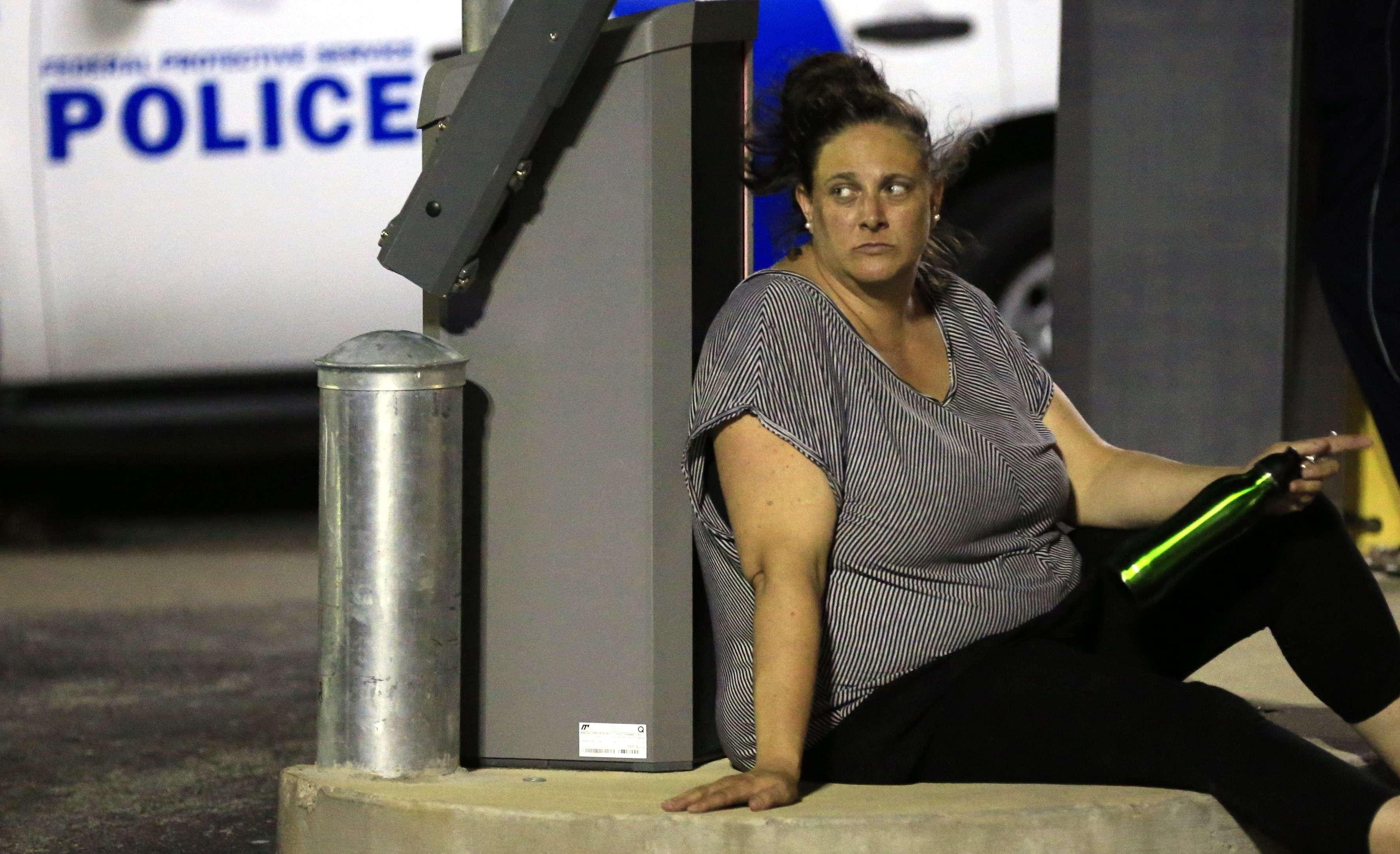Une habitante de Dallas, hagarde, le 7 juillet 2016.«Cela a été une nuit dévastatrice», a commenté la police de Dallas sur Twitter.