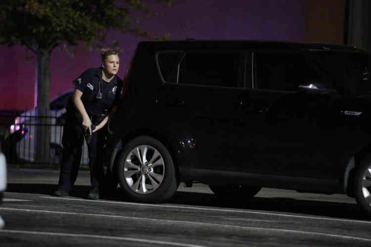 Tôt vendredi 8 juillet, des policiers de la ville ont échangé des tirs avec un troisième suspect, lequel a affirméavoirposé des «bombes partout» dans Dallas.