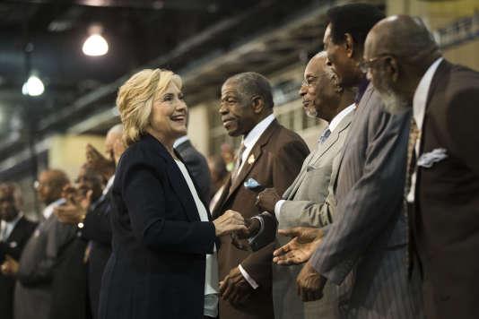 La future candidate démocrate, Hillary Clinton, après un discours lors de la convention nationale de l'Eglise épiscopale méthodiste africaine àPhiladelphie, le 8 juillet 2016.