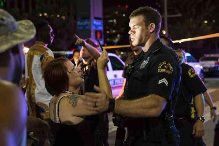 Au moins cinq policiers ont été tués et plusieurs autres blessés, le 7 juillet, à Dallas.