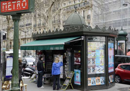 Un kiosque à Paris, le 16 avril 2013.