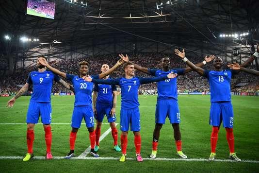Olivier Giroud, Kingsley Coman, Laurent Koscielny, Antoine Griezmann, Paul Pogba, et Eliaquim Mangala à la fin de France-Allemagne, jeudi 7 juillet, au Stade-Vélodrome, à Marseille.